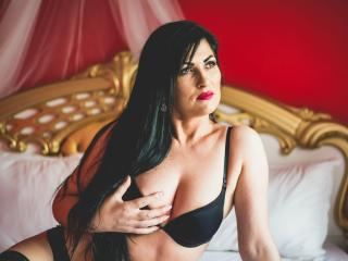 Photo de profil sexy du modèle JulieHott, pour un live show webcam très hot !